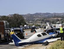 少见!小飞机高速公路上追尾汽车 致1死5伤