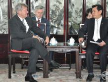 中国民航局局长冯正霖会见美国驻华大使一行