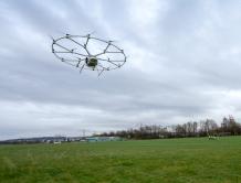 炫酷!18旋翼电动直升机完成首次载人飞行