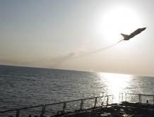 俄罗斯战机低空飞掠美驱逐舰  俄回应:符合国际法