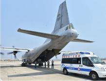中国海军派巡逻机赴南沙永暑礁转运重病工人