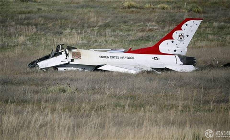 美军飞行表演队1日2起战机坠毁 其中一架刚飞越奥巴马