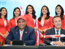 亚洲航空空姐亮相范堡罗国际航展