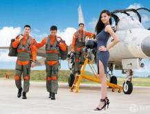 长荣航空首次与军方合作拍摄爱心年历 支持公益
