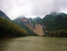 """""""悬崖上的敦煌"""":神秘的广西花山岩画"""