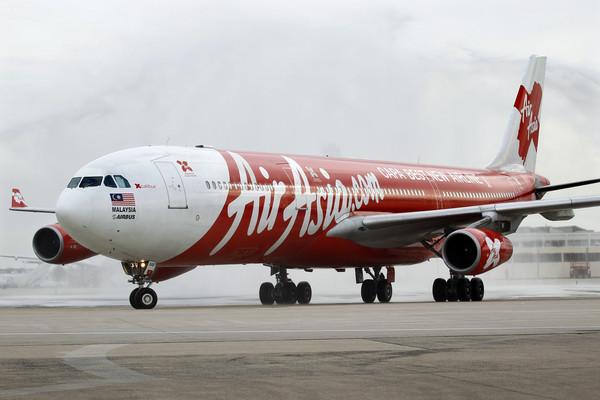 飞机狂震像洗衣机! 亚航长途客机起飞90分钟紧急返航