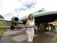 """""""富二代""""女子生日收到大飞机 她把飞机它改成美容美发店"""