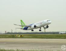 中国大飞机C919第二次成功试飞 与ARJ21比翼齐飞