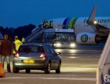国际航班上乘客不停放屁引发打斗 机长决定紧急中途降落