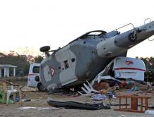 飞来横祸!一群人躲过了强震 却想不到被救灾直升机砸死