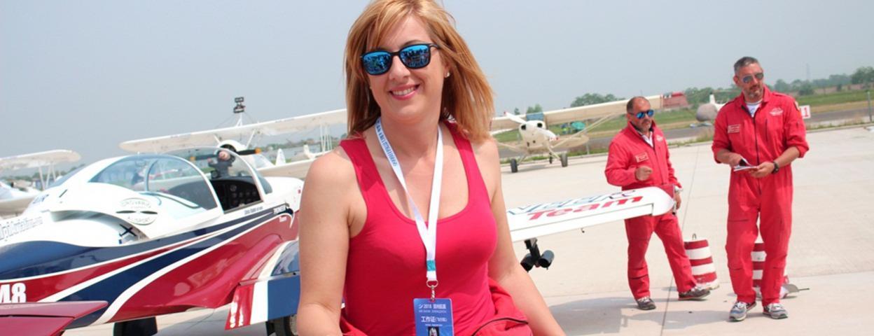 最美特技女飞行员再来中国 郑州航展上大受欢迎