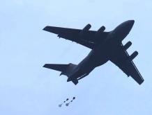 中国空军运-20飞机首次开展空降空投训练