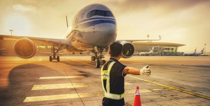 """中国内地首架A350开始运营 Ameco护航国航""""墨镜侠"""""""