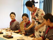 提升精致服务 打造精品航空 红土航空开展乘务员茶艺培训