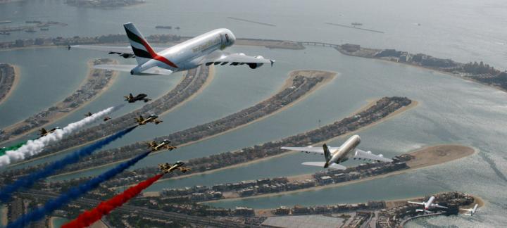 庆祝阿联酋建国47周年 首次由四家航空公司客机编队飞行