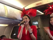 亚航别出心裁 靓丽空姐边唱边跳宣传导安全措施