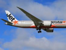 国际航班飞到一半驾驶舱玻璃出现裂痕  掉头飞3小时降落