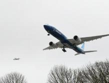 波音新型宽体机777X首飞成功
