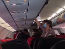 亚航飞西安航班落地后才告知机上有19名武汉籍 引旅客不满