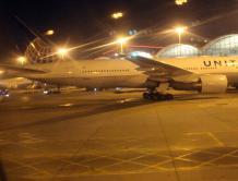 美国三大航空延长停飞中国内地、香港航班至4月下旬