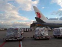 """民航局组织航空公司""""跨境接力"""" 高效完成16台ECMO紧急运输"""