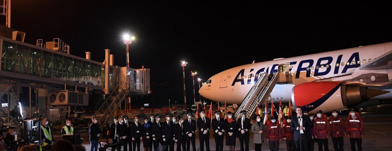 最高礼遇!中国医疗队乘包机抵达撒尔维亚 总统亲自接机