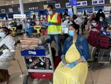 印度从国外撤侨 一航班上竟然有75名孕妇 孕期都超过32周