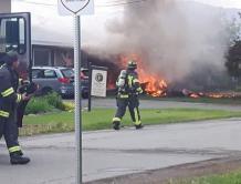 加拿大空军飞机进行表演时坠毁 致一人死亡一人重伤