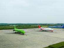 上海市委书记李强调研中国商飞 见证3架ARJ21飞机交付