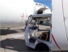 巴西机场发生车祸!行李车撞上空客A350 飞机发动机受损