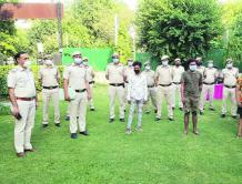 印度男子持枪抢劫飞行员 被捕后确诊新冠肺炎 10名警察隔离