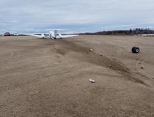 忘记加油!加拿大医疗飞机燃油烧完紧急迫降 落在结冰湖面