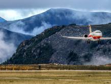 中国国产ARJ21飞机在全球海拔最高民用机场完成专项试验试飞