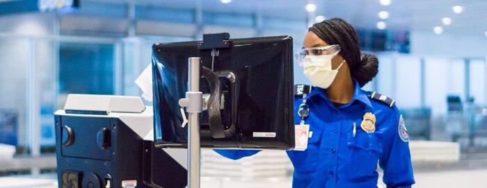 美国运输安全局约2000名员工感染新冠病毒 九成为机场安检