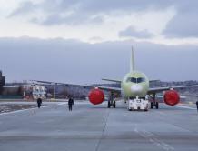 装配俄罗斯国产PD-14发动机的俄MC-21客机首飞成功